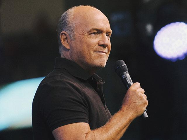 Greg Laurie preaches at the 2018 SoCal Harvest event. (Image credit: Vitaly Manzuk for Harvest Ministries)