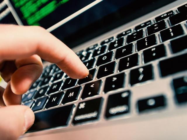 handcomputerlaptopas_hdv_1.jpg
