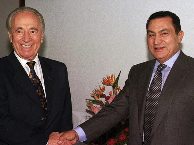 AP:In this Oct. 1996 file photo, Egyptian President Hosni Mubarak, right, shakes hands with former Israeli Prime Minister Shimon Peres at the Sharm el Sheikh resort in the Sinai peninsula for talks on the Middle East peace process.