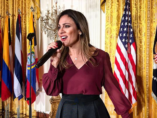 Cantante cristiana Julissa cantó en la Casa Blanca para celebrar el Mes de la Herencia Hispana