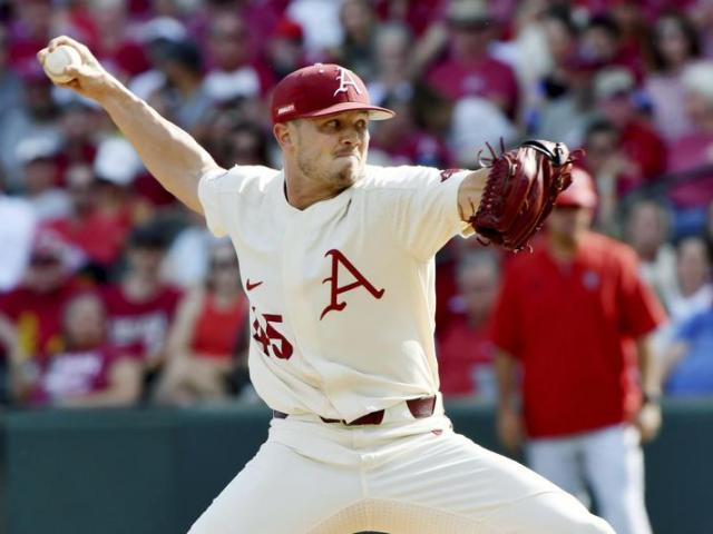Arkansas pitcher Kevin Kopps (AP Photo/Michael Woods)