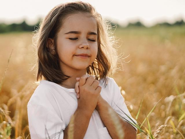 kids-praying_si.jpg