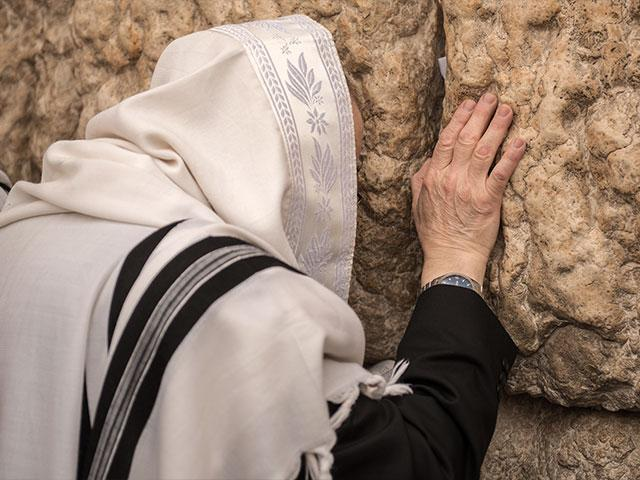 Praying at the Western Wall, Photo TPS, Kobi Richter