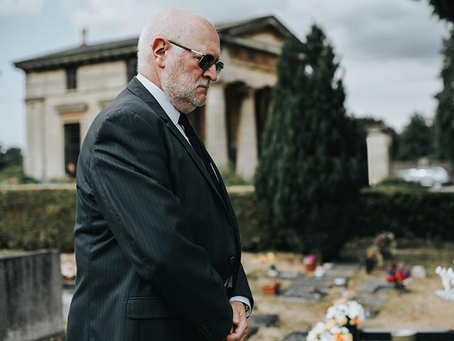 man-graveside-cemetery_si.jpg