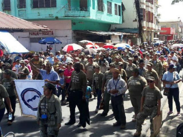 Miles de evangélicos marcha por la paz en la ciudad de Colón. Foto: Panamá America
