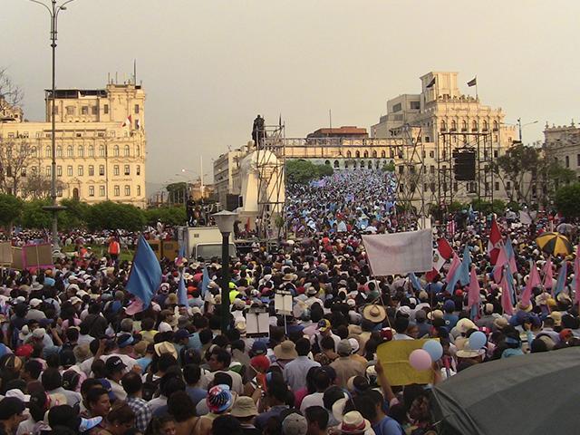 """Marcha """"Con mis hijos no te metas"""", celebrada en Lima."""