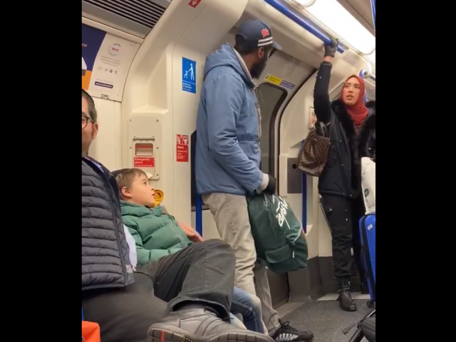 Courtesy: Chris Atkins Twitter screenshot. Muslim woman confronts man harassing Jewish family on London subway
