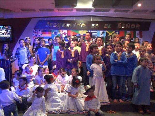Las iglesias colombianas se reúnen para celebrar la Navidad.