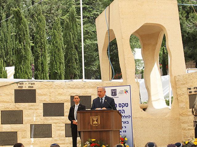 Prime Minister Benjamin Netanyahu at Mt. Herzl Military Cemetery, Photo, TPS, Hillel Maeir