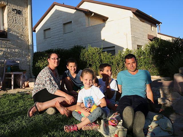 Israeli Family in Ofra, Samaria, Courtesy TPS, Hillel Maeir