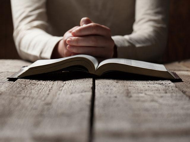 Open Bible Praying