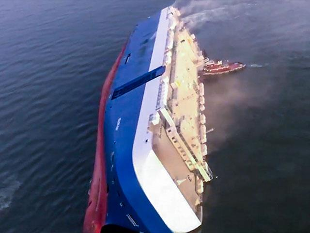 "Overturned cargo ship ""Golden Ray"""