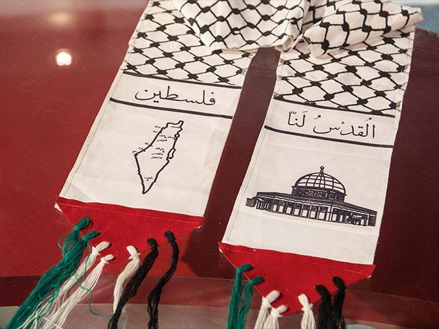 Palestinian Scarf, Photo, CBN News, Jonathan Goff