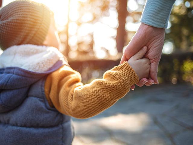 parent-child-holding-hands_si.jpg