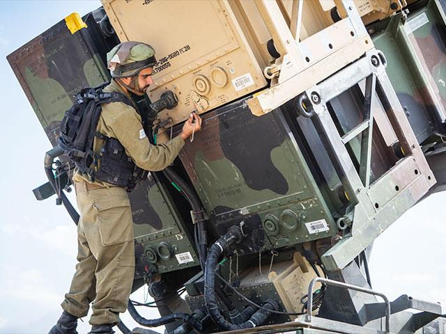 Israeli Soldier with Patriot Aerial Defense Missile, Photo, IDF
