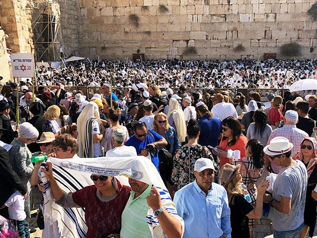 Thousands Gather for the Priestly Blessing during Sukkot, Photo, CBN News