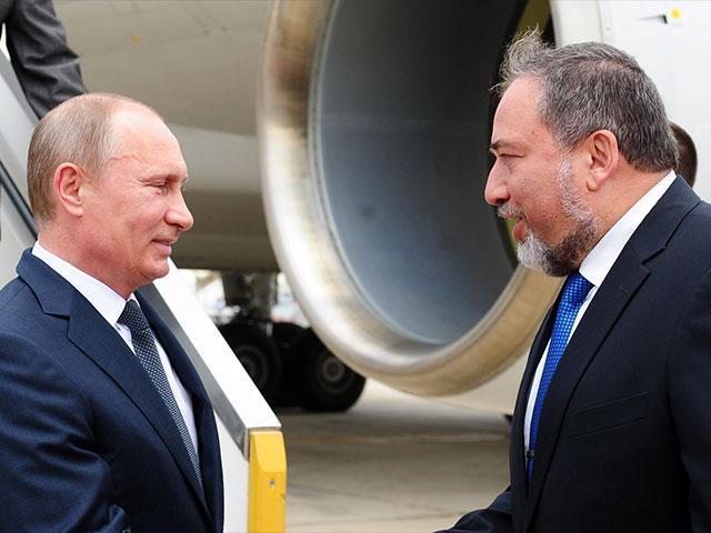 Russian President Vladimir Putin and Israeli Defense Minister Avigor Lieberman, Photo, GPO archive, Kobi Gideon