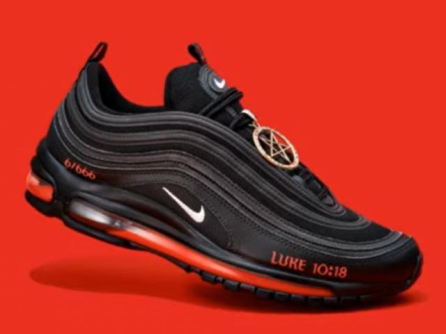 satan zapato