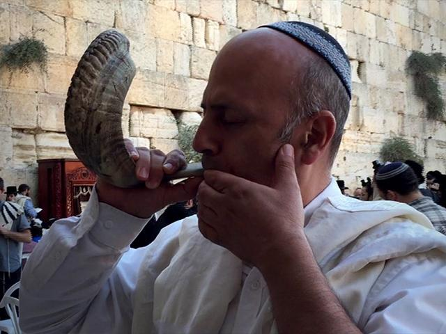 Blowing the shofar in Jerusalem
