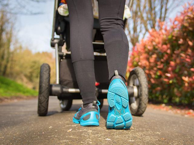 stroller-mom-walking