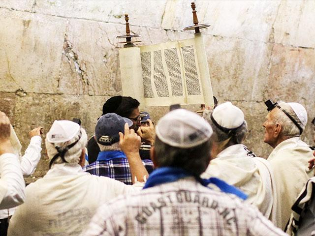 Holocaust Survivors Celebrate their Bar Mitzvah at the Western Wall, Photo, IFCJ