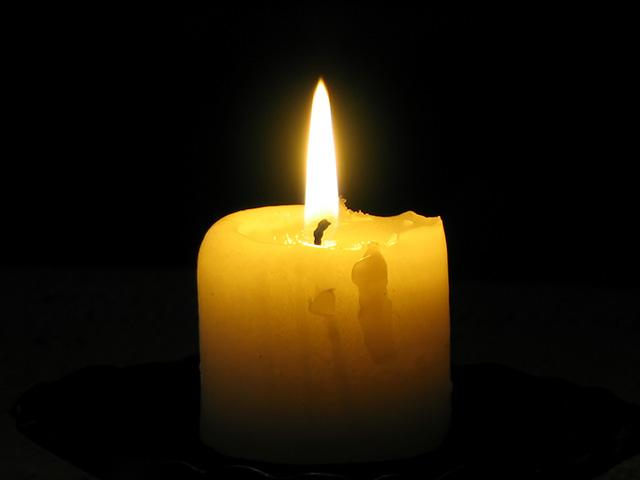yellow-candle-dark-room