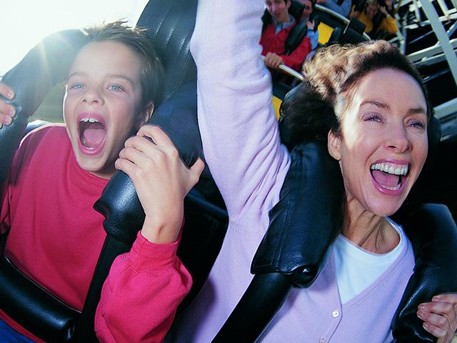 mother-son-amusement_si.jpg