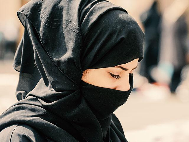 muslimwomanburkaas