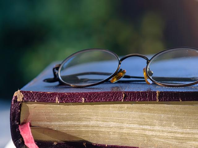 old-bible-glasses_SI.jpg