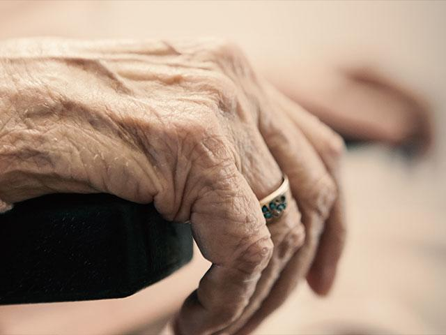 oldwomanhands2as
