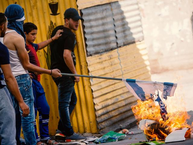 palestiniansburnisraeliflagap