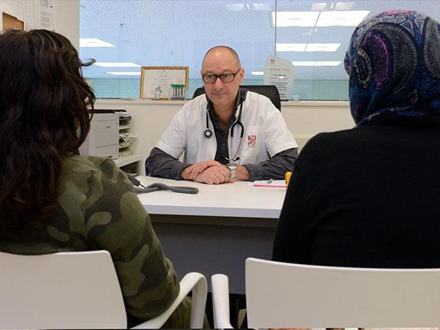 K. and his mother in conversation with Dr. Israel Einstein, Director of the Kidney Transplant Service for Children at Rambam Medical Center. Credit: RMC