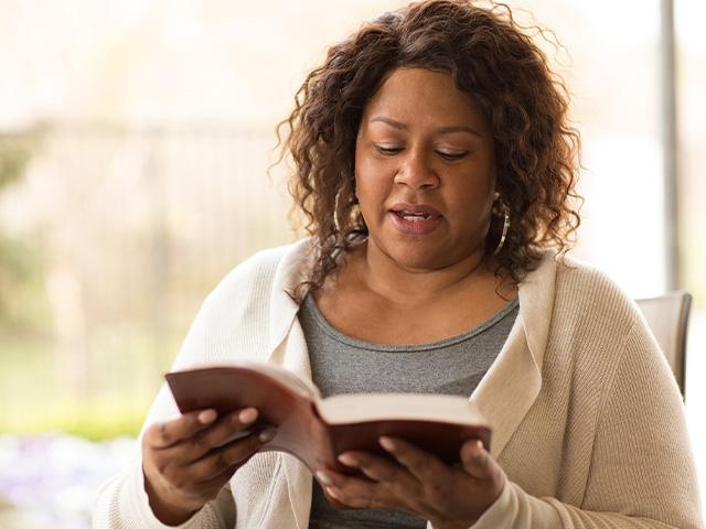 reading-new-testament-woman_si.jpg