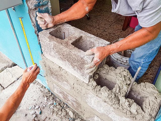 rebuild-wall-workers_si.jpg