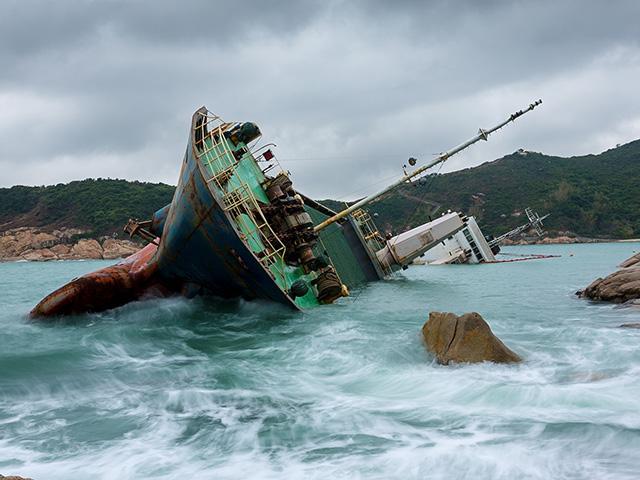 shipwreck-rocky-coast_si.jpg
