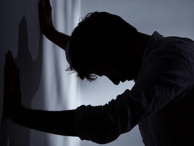 silhouette-man-wall_si.jpg