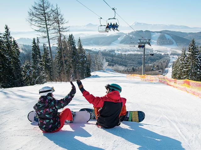 ski-slope-snowboarders_si.jpg