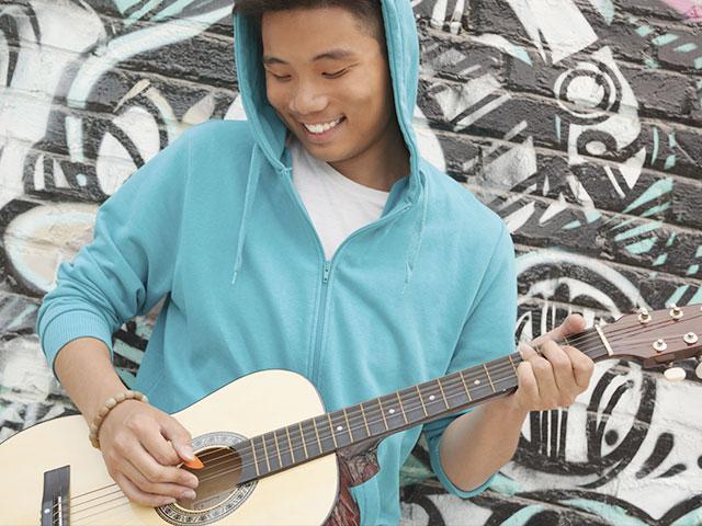 street-music-guitar