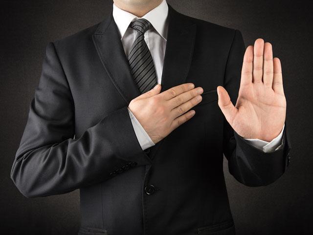 suit-taking-oath_si.jpg