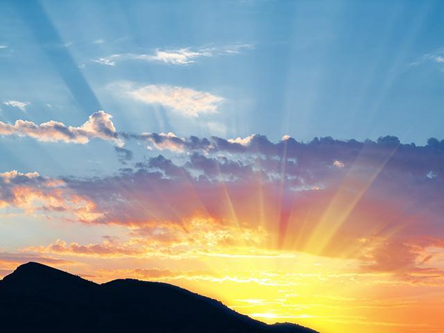 sunrise-mountain-light_si.jpg
