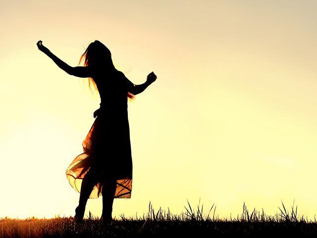 sunset-praising-dancing-woman