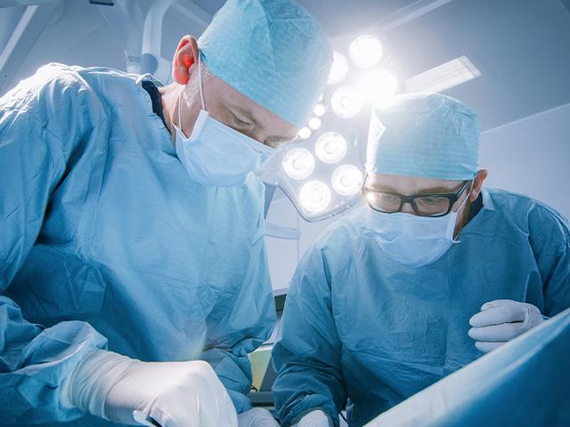 surgeons-hospital-surgery_si.jpg