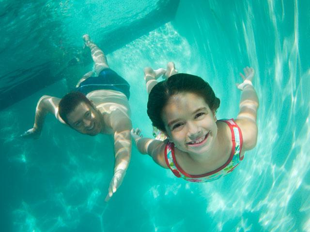 swimming-underwater-pool_si.jpg
