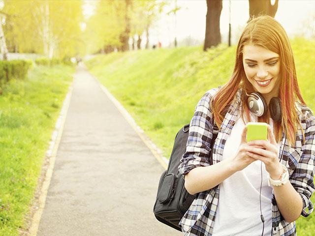 texting-teen-girl
