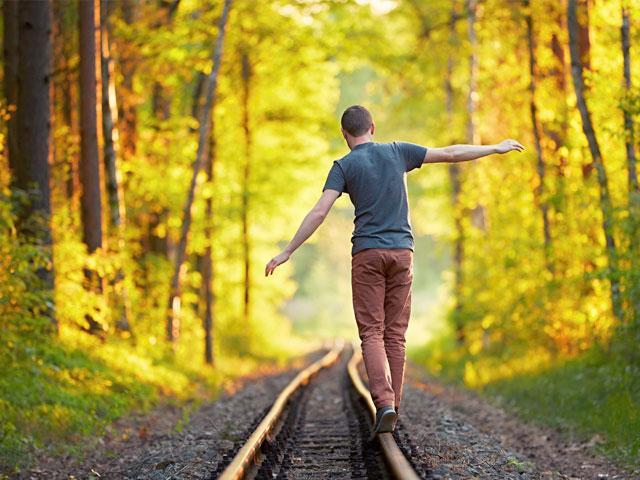 walk-balance-nature_si.jpg