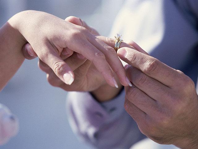 wedding-ring-engaged_si.jpg