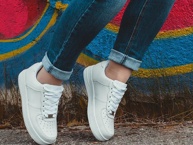 white-shoes-legs_SI.jpg