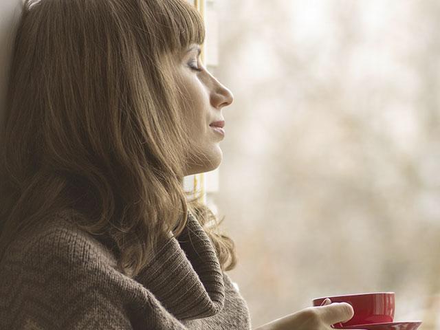 window-waiting-coffee