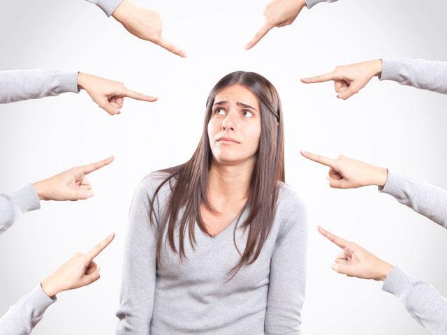 woman-accused-pointing_si.jpg