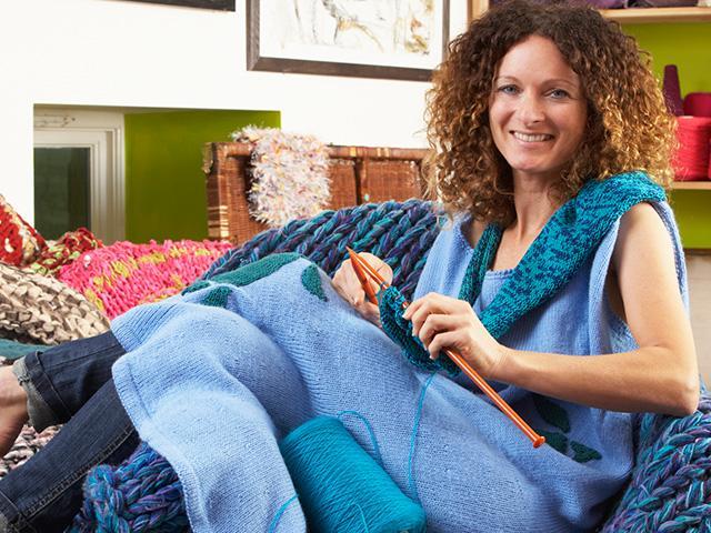 woman-knitting-homemade_SI.jpg